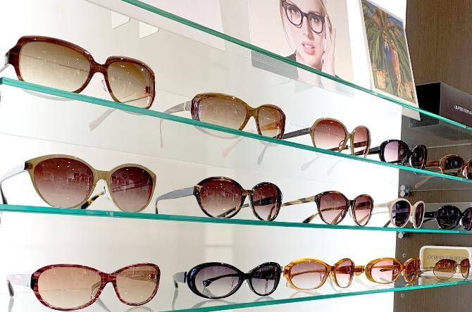 画像:陳列されているメガネ